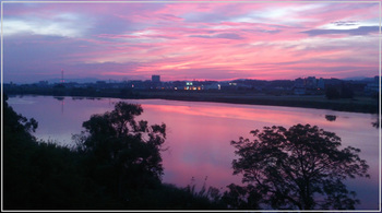 高槻市から淀川を挟んで枚方市を臨む朝焼け